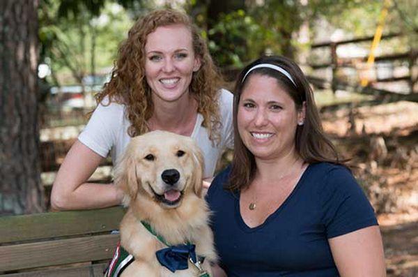 Un chien d'hôpital pour enfants aide les enfants à se sentir mieux