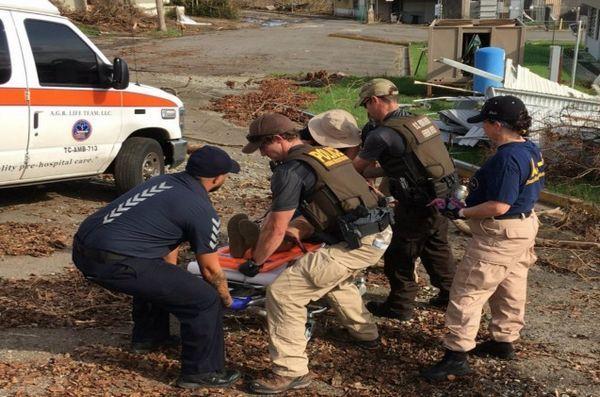 Une équipe a sauvé une femme après que son chien l`ait amenée à Porto Rico