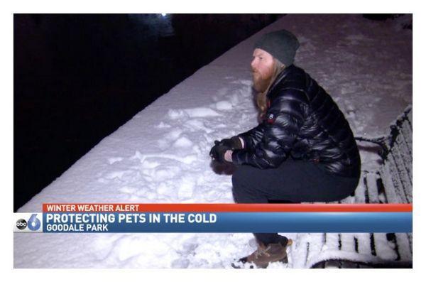 Ohio homme d`affaires brave le froid pour les animaux familiers